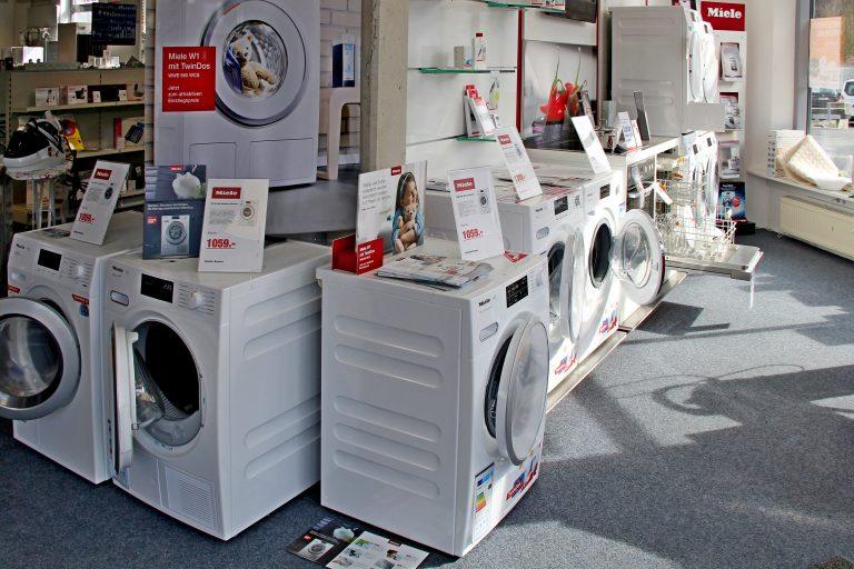 Waschmaschine, Spülmaschine, Bügeleisen, Bügelbrett, Heizlüfter, Heizdecke